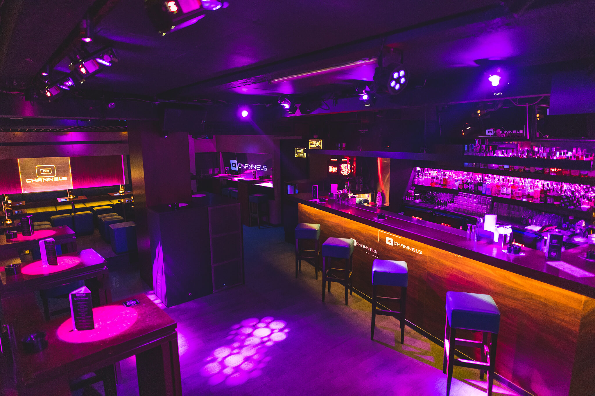 Channels club interior4