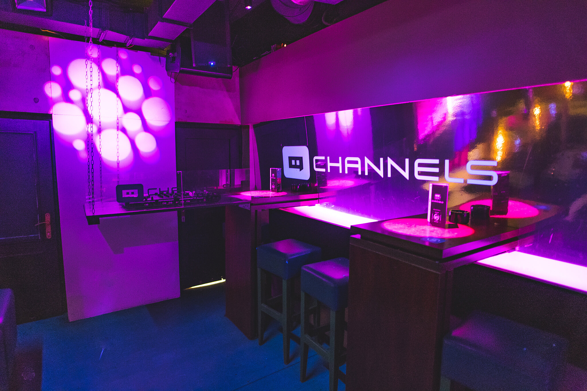 Channels club interior5